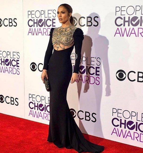 ¿Les gustó el vestido de #JenniferLopez en los #peoplechoiceawards? (📷 @JLo)