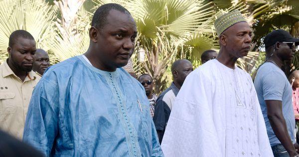 A Dakar, Adama Barrow prête serment comme nouveau président de Gambie https://t.co/ZQ01MheqCB