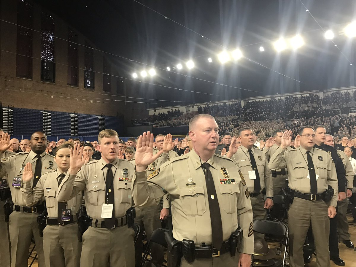 3,000 police officers take oath as temporary US Marshals for Inauguration https://t.co/JkhFWvFwky
