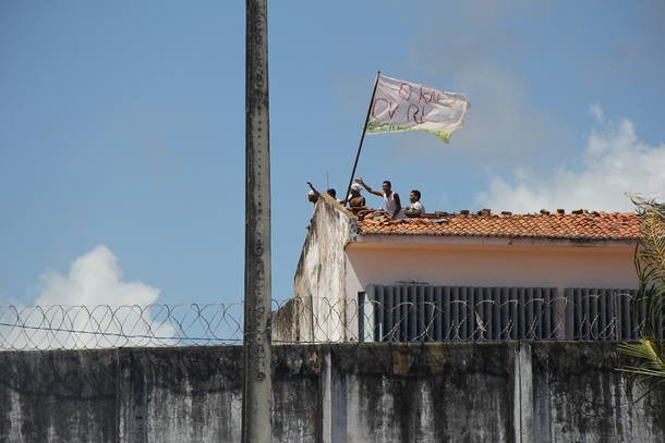RN Presos tentam assassinar diretor de Alcaçuz durante confronto
