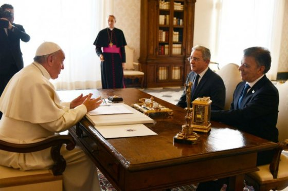 Santos le abre la puerta a Uribe en diálogos con el ELN