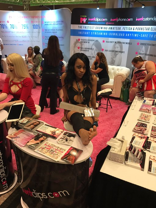 @SupernalGoddess is here for Round 2! #AVN #iWantClips Come by and see! Booth 813 https://t.co/2SFS2