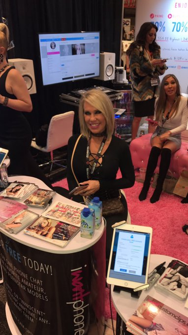 @EroticNikki is here! If you haven't been by our booth come by today! Booth 813! ❤️ #iWantClips https://t