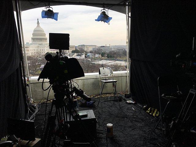 【ライブブログ:トランプ氏 大統領就任へ】 あす未明に迫った就任式。こちらは、メディアの中継ポイント。窓の奥に見えるのは、議会議事堂です。 https://t.co/ohdlJW6WKd #nhk_news