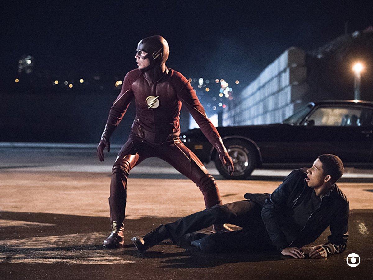Barry e Harry se unem em aliança em #FlashNaGlobo! ⚡️