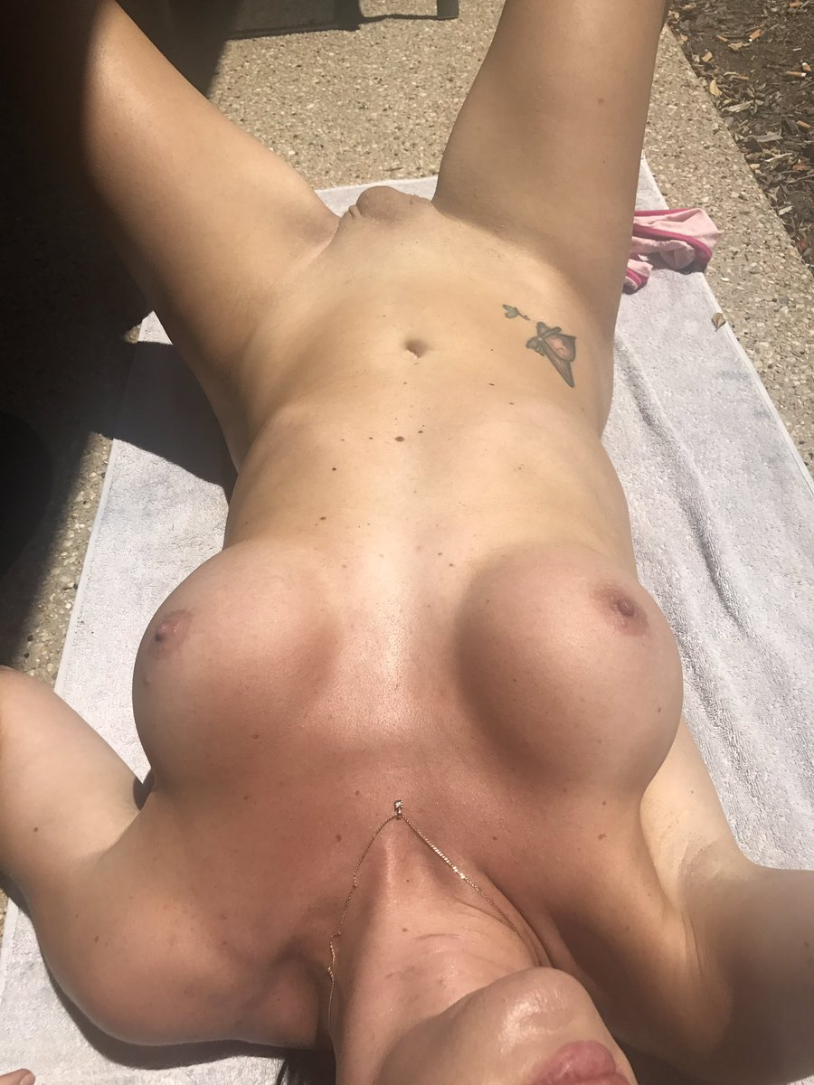 #tanning #trans #aussie #EMERALD42Degress #Horny #balconytanning #escort 2ZA5OOFJBi