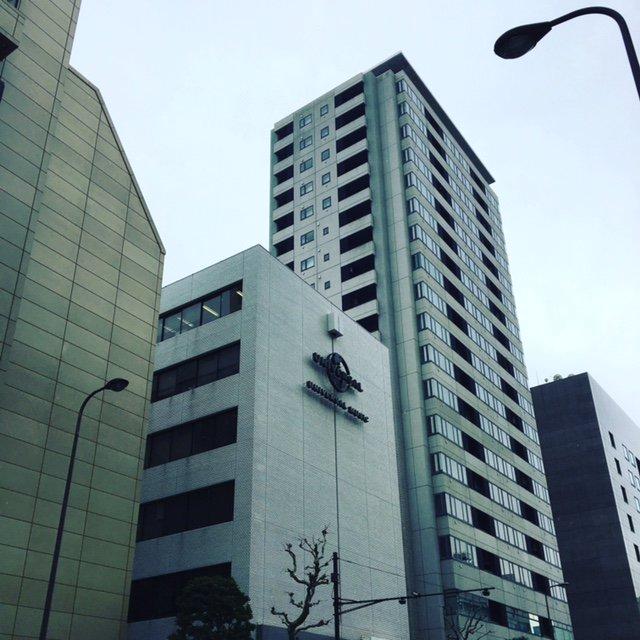 東京、雪降ってる