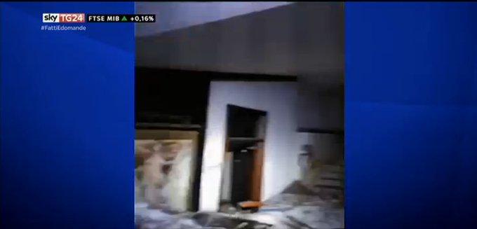 #UltimOra Valanga su #HotelRigopiano, Ansa: trovate sei persone vive #Canale50 https://t.co/0kxapzNrby