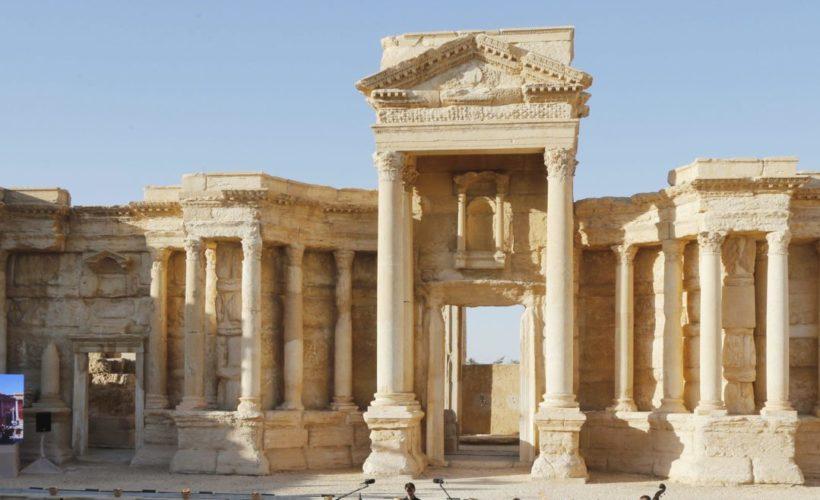Estado Islámico destruye parte del teatro romano en Palmira