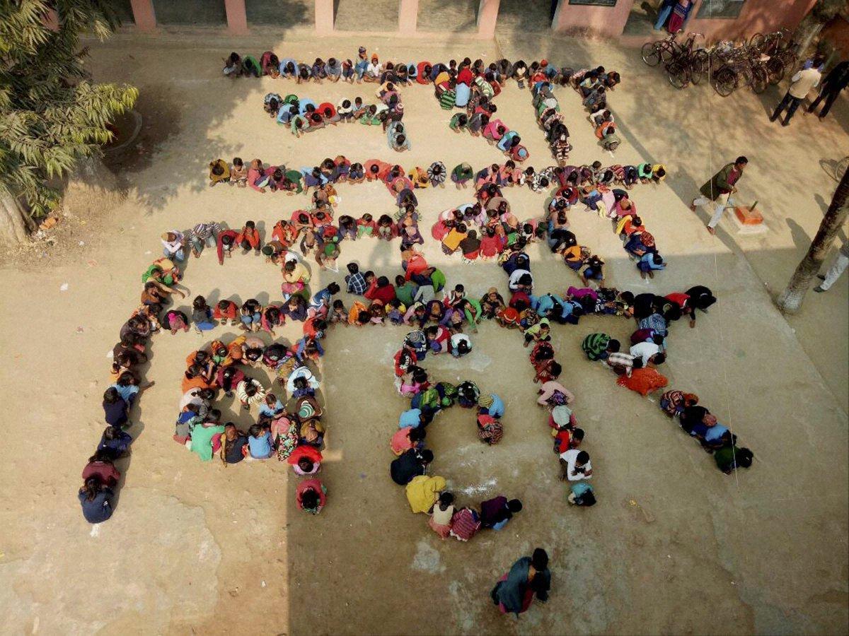 #Bihar School #children make human chain to promote prohibition of liquor in #Patna.