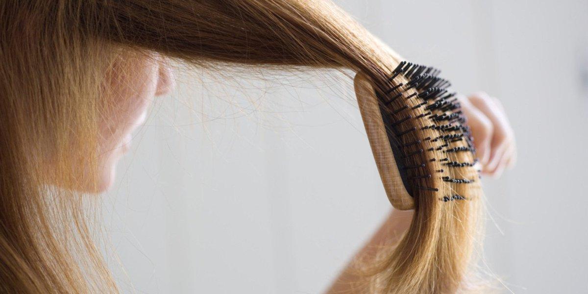 고무줄로 바닥에 붙은 머리카락 청소하는 방법(동영상) https://t.co/dTiabsEBxz