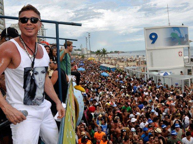 Após 5 anos afastado por problema de saúde, Netinho volta ao carnaval https://t.co/6H8De6fEkP #Carnaval2017 #G1