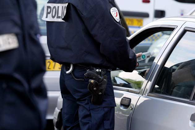 Les jeunes noirs ou arabes ont 20 fois plus de chances d'être contrôlés par la police (étude @Defenseurdroits)