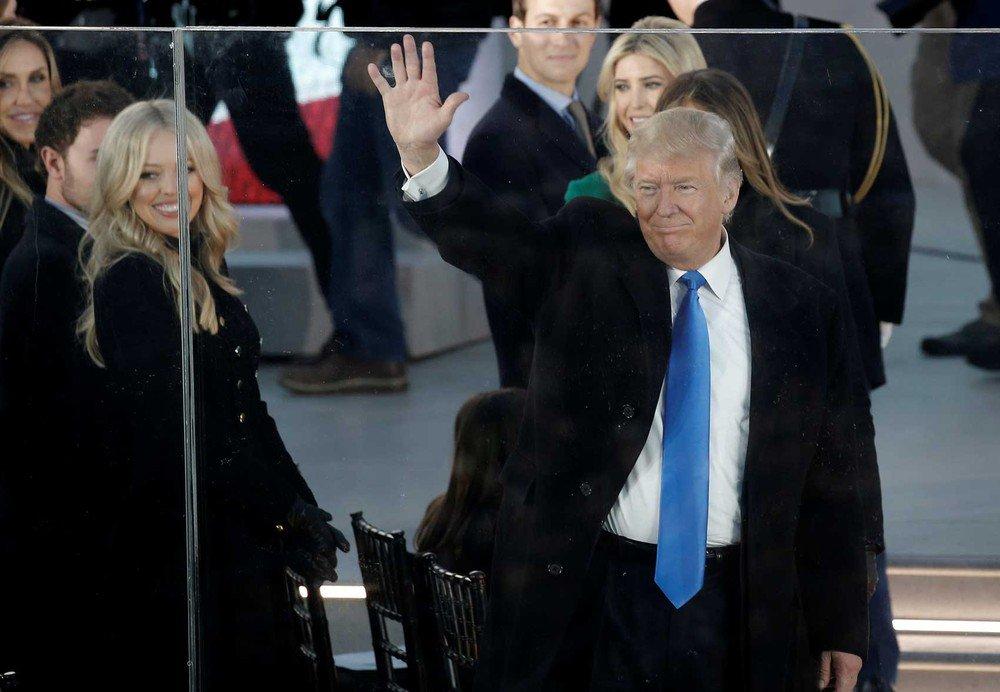 Poder de matar milhões: como funciona a 'maleta nuclear' que Trump receberá em sua posse https://t.co/5pXa4LYK7L #possedeTrump #G1