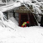 Italy crews work through night after avalanche hits hotel
