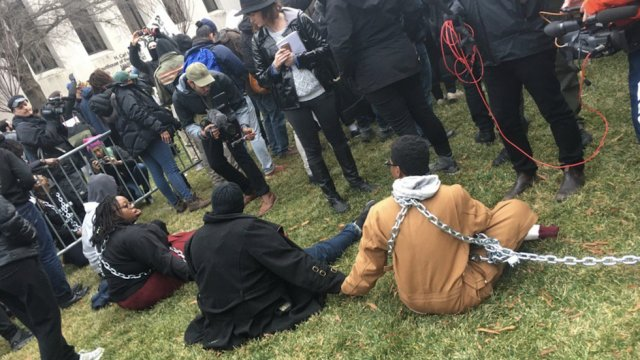 BREAKING Anti-Trump protesters block security checkpoints at inauguration