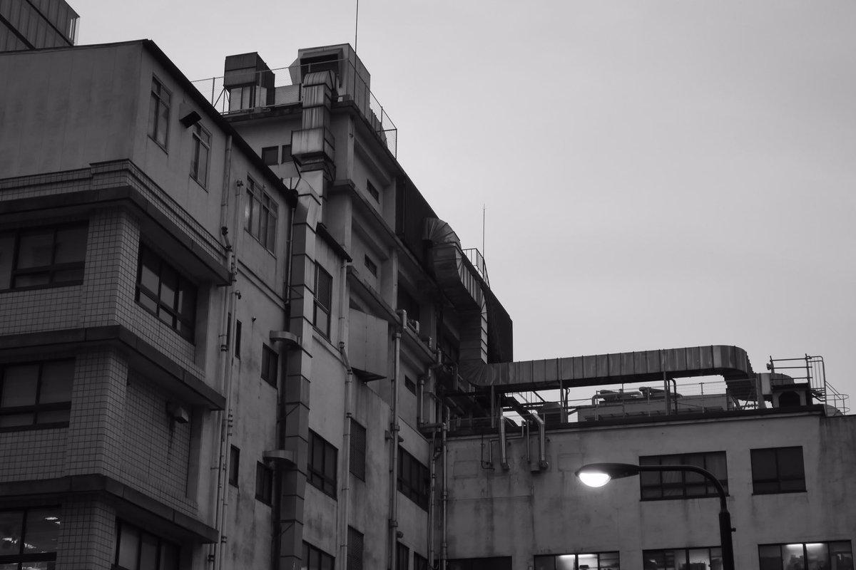 「断面」裏通りを歩いていると、見慣れた景色も違ってみえる。#モノクローム #記す #anotar write down