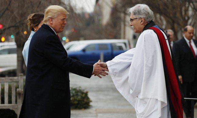 Donald Trump chega à cerimônia religiosa e inicia rito da posse. Acompanhe aqui. https://t.co/z9FjHqX71n