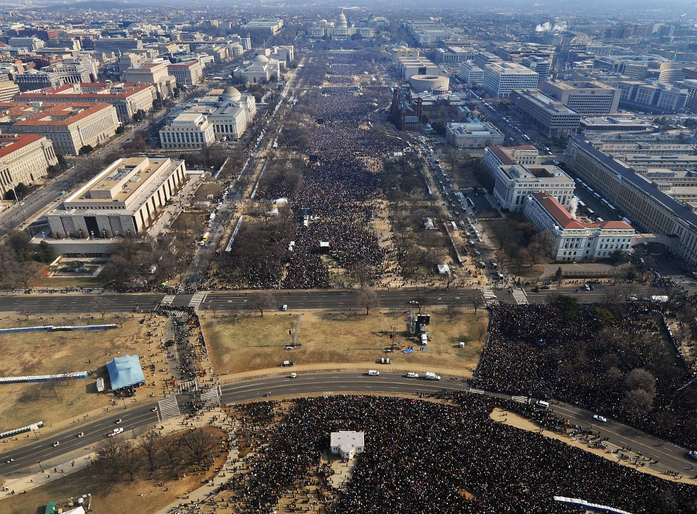 The crowd size comparison, from 2009 and today.