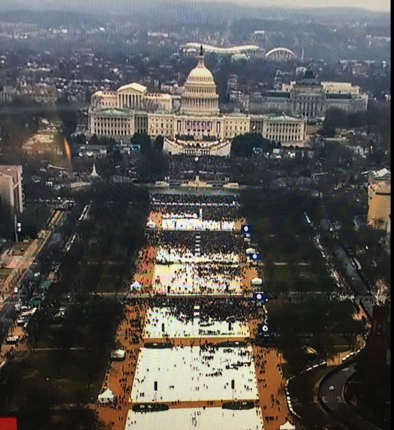 The overhead shot of #innaguration is so white and bald it should be considered for a cabinet position. https://t.co/iQBuIvm1Qq