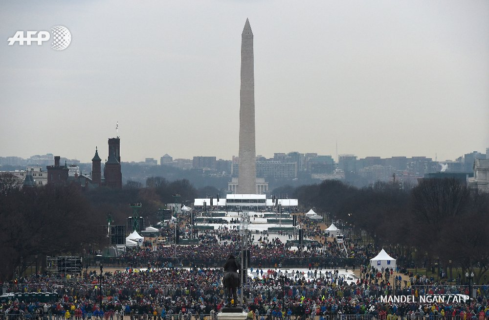 #InaugurationDay crowds on the National Mall for Donald Trump in 2017 (left) and Barack Obama in 2009 (right)
