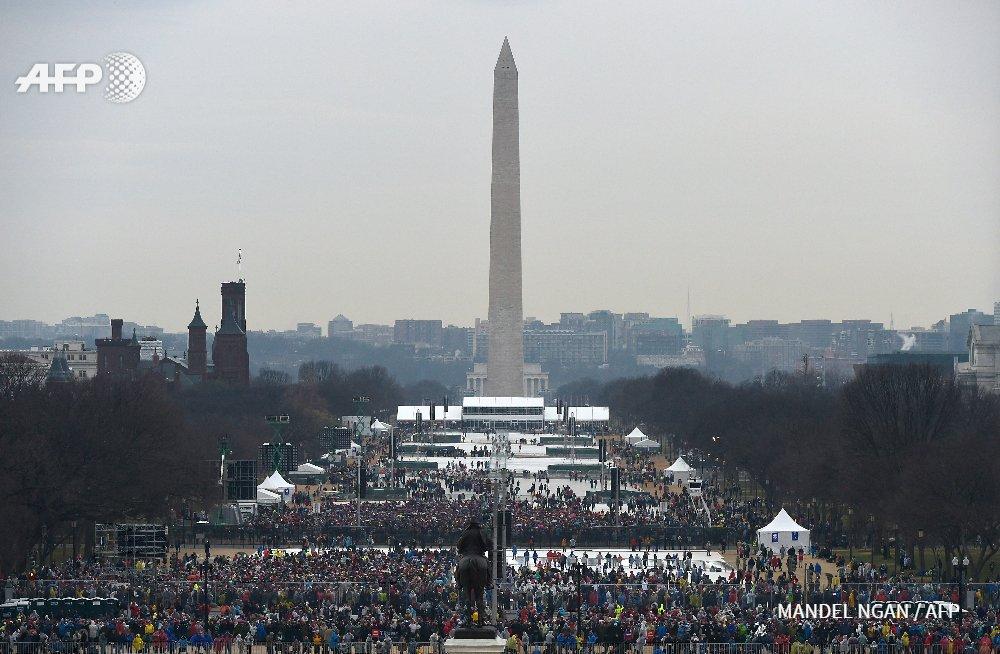 #instantané: ⚡️ à gauche photo lors de l'investiture de Trump. A droite, lors de l'investiture d'Obama en 2009 ⚡️ #AFP  #InaugurationDay