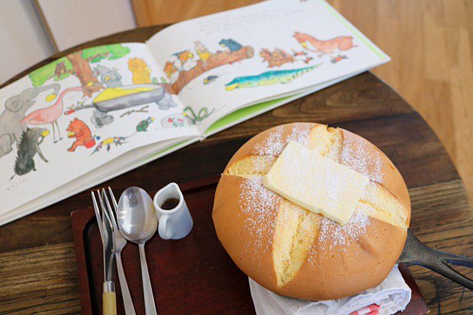 【ふっくら】「ぐりとぐら」の極厚パンケーキを実食! https://t.co/Em3peYjMYM  西東京市のひばりが丘団地の一角にあるカフェで提供中。切り目を入れると溶けだしたバターが生地にしみ込み、より一層美味しくなるそう。