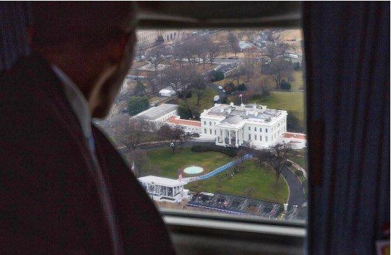 Como despedida, ex-fotógrafo de Obama publica foto da Casa Branca.https://t.co/G4UKWCoFJQ