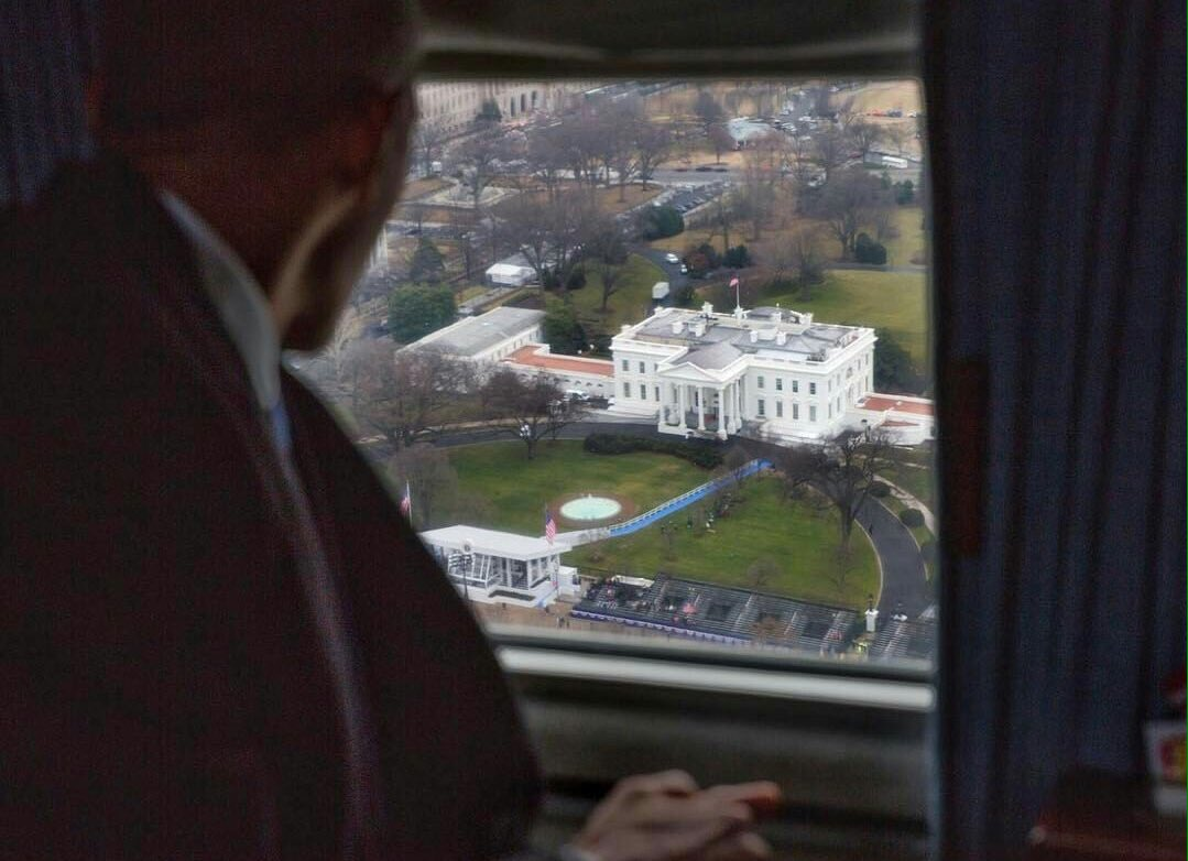 Obama out. Great photo by Pete Souza. #Inauguration https://t.co/Wk3J2pfVtE