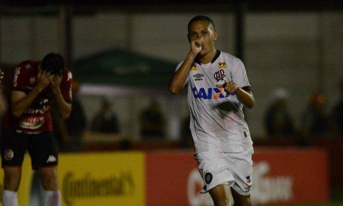Flamengo deve definir contratação de Marcos Guilherme nos próximos dias. https://t.co/1AJcs6lYqX