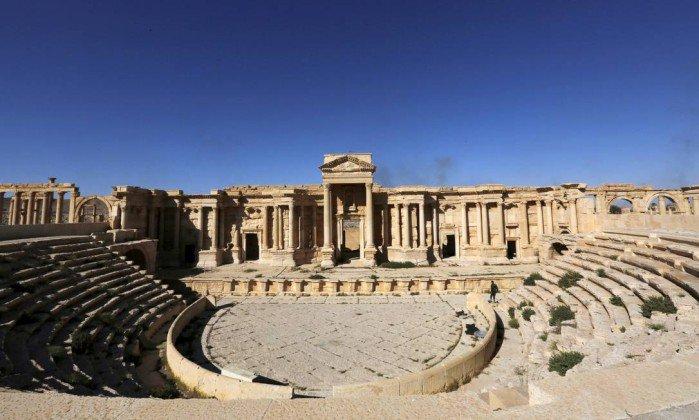 Estado Islâmico destrói parte do anfiteatro romano em Palmira. https://t.co/sUmHjdcsMm