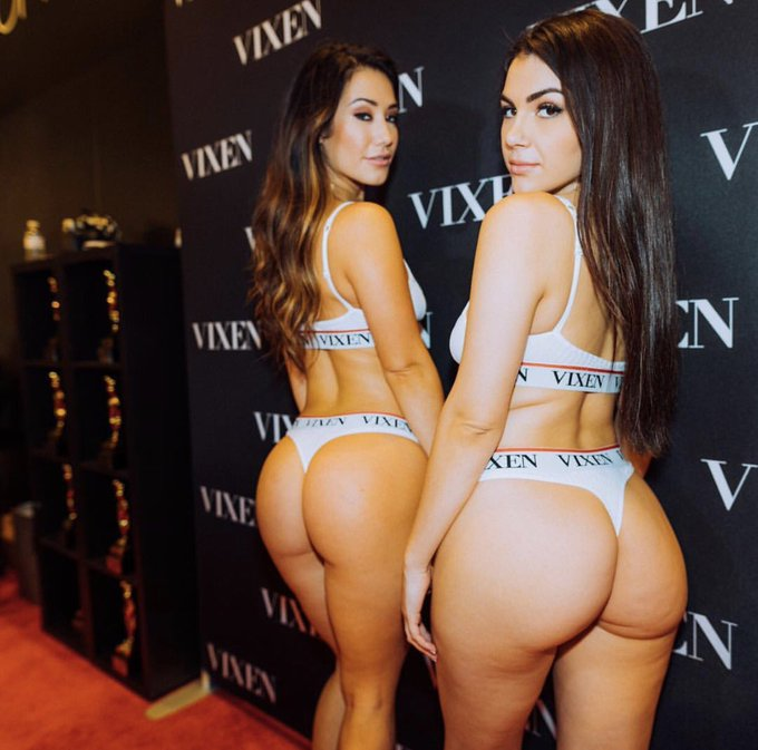 That's what we call booty 💦🍑 @ValeNappi & @fallinlovia https://t.co/ApSHx6LND1