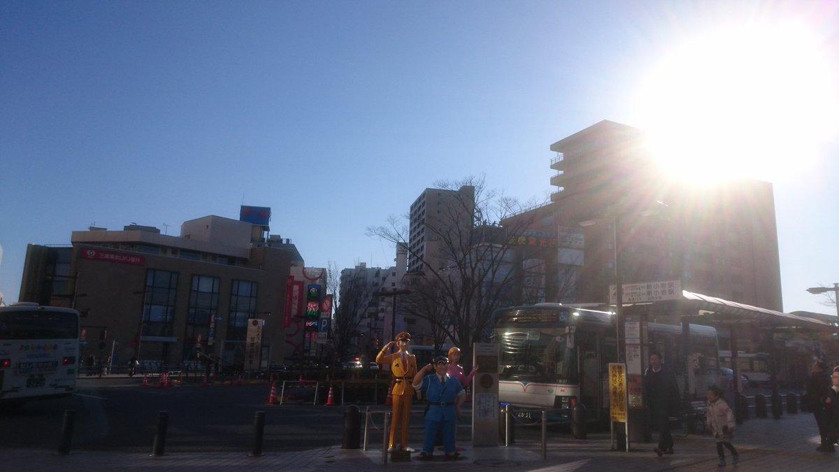 亀有駅前。両さんと中川さんと麗子さんがいました。(笑)凄い風で、飛ばされそうでした❗#イマソラ