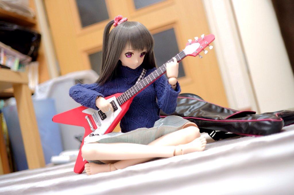しずくちゃんの休日〜ギター練習ちゅう〜♪  #ドールが居る日常
