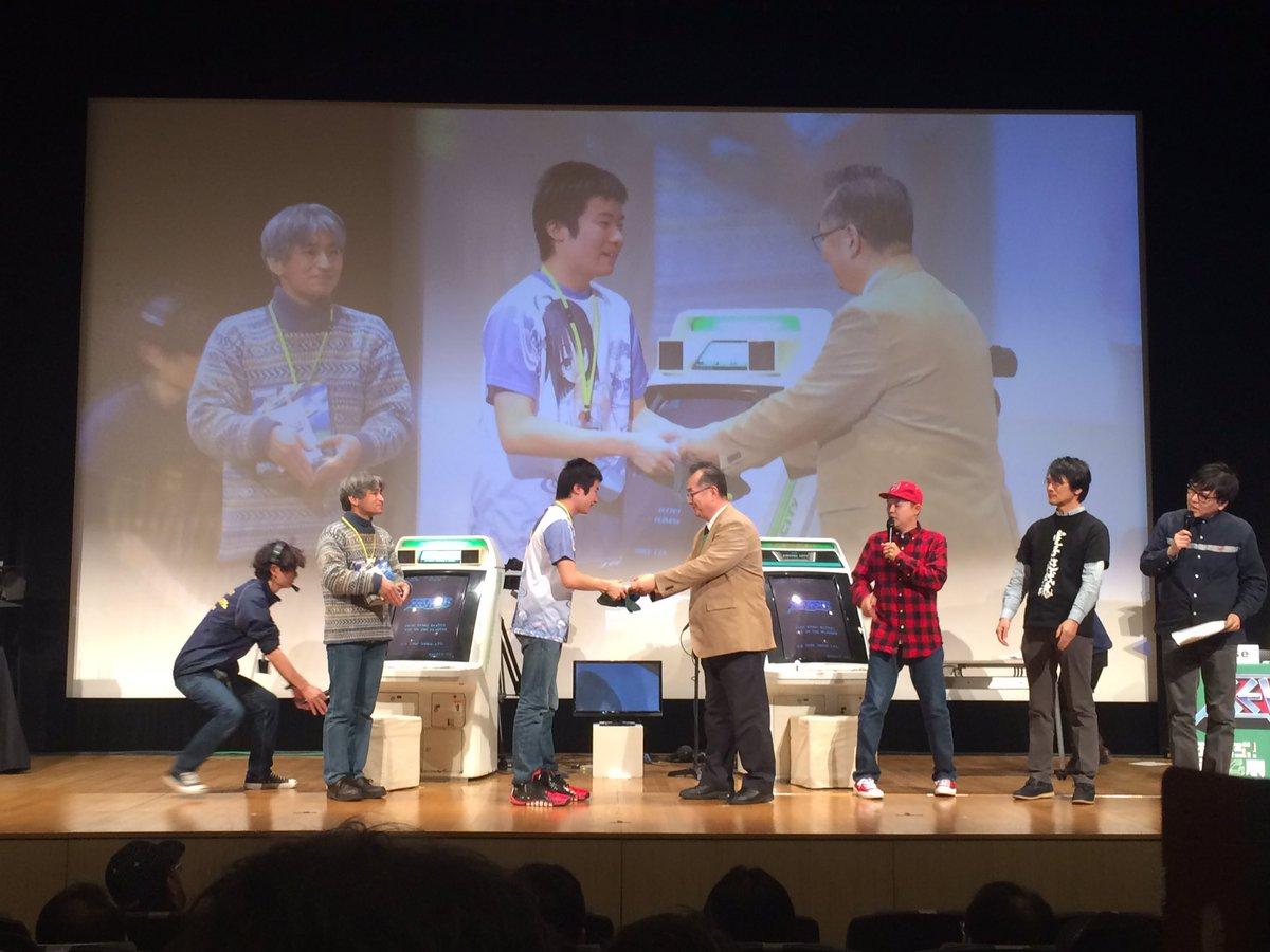 あー遠藤さんと握手してる羨ましいぞゼビウスチャンピオンシップ優勝者 #ゼビウスチャンピオンシップ https://t.co/YIht3HcMiw