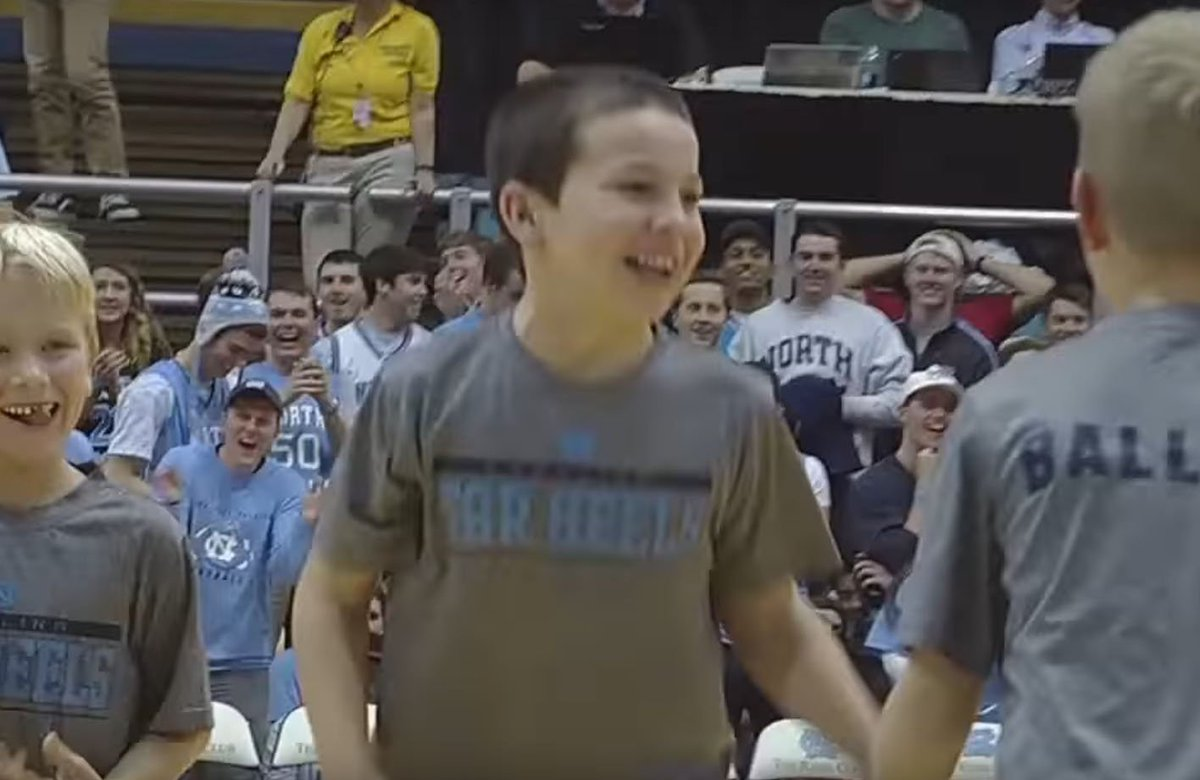 WATCH: UNC Ball Boy Drains 3 Straight Half-Court Shots https://t.co/9d8iZBqFtW
