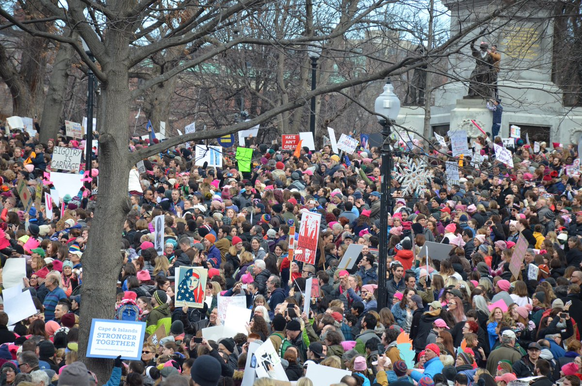 Plus de 100 000 personnes à Boston pour la #WomensMarch /via @laratteaubin