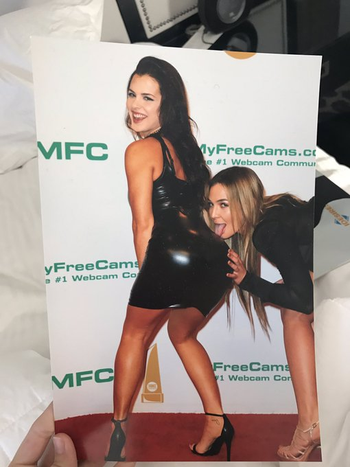 Haha love this shot someone brought me yesterday of me and my babe @blairsbananas at Xbiz https://t.