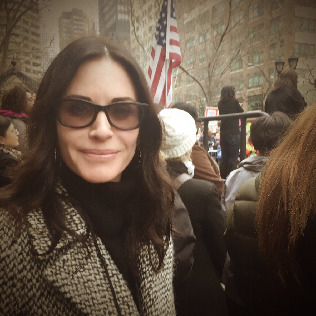 RT @johnnymcdaid: My girl @CourteneyCox at the #WomensMarch in NYC. Yes. X https://t.co/AnA1fYRiqR