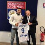 Lyon sign Dutch winger Depay from Man Utd