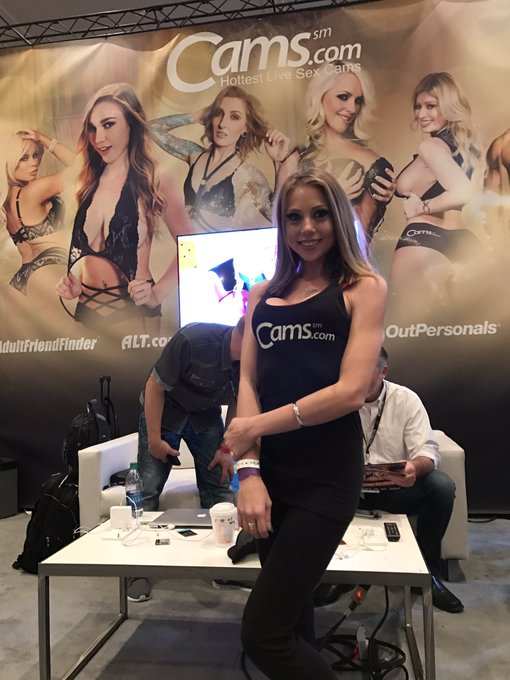 Thank you @ShawnaLeneeShow  for hanging out at our booth at @AEexpo ❤❤❤ https://t.co/faem1sKuRR