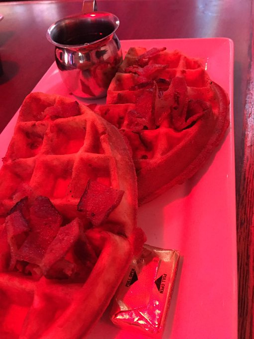 What a great way to start the day @hamburgermaryss! #baconinfusedwaffles #happybdaymom https://t.co/