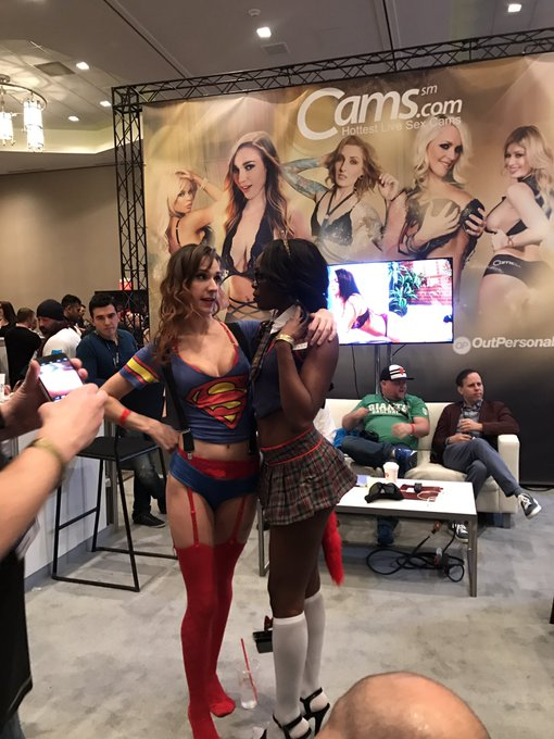 @AloraJaymes has super #camgirl powers. Thank you for signing with us at @AEexpo https://t.co/RZncPY