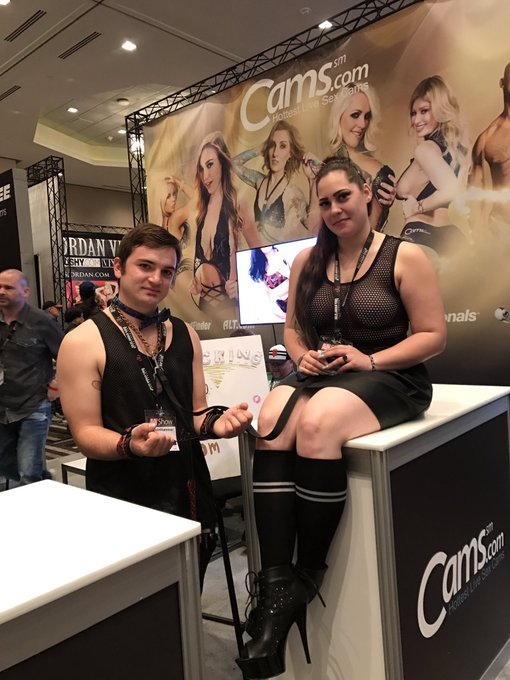 Thank you @KattHammer & @joaquin_hammer for singing at the cams.come booth at @AEexpo https://t.co/t