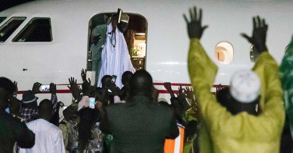 Sous la pression de la Cédéao, le président sortant Yahya Jammeh part en exil https://t.co/IK3onOtRYk