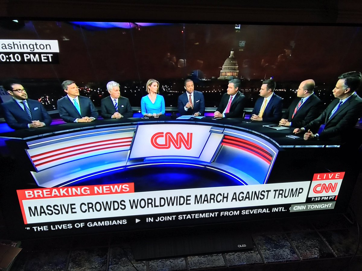 CNN discussing Woman's March today. Hmmm. Something off... https://t.co/4G0IrXwPYI