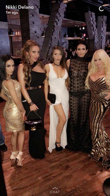 My biishes bad & boujee 💋 @NikkiDelano @Madison420Ivy @Tia_Cyrus @shylove #AVNRedCarpet https://t.co