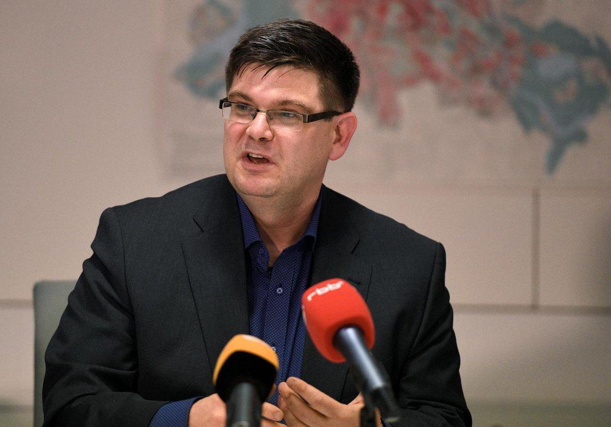Wer Opfer ist, bestimmen immer noch Genossen: #Martenstein über den Fall Andrej #Holm. https://t.co/pGWWUJSTZr