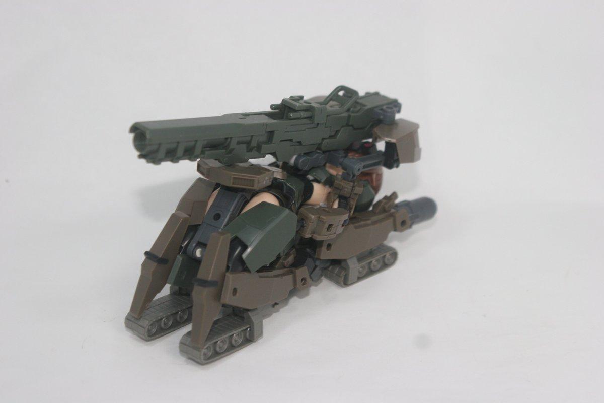 昨日は10式轟雷ちゃんつくってました。そして変形しました。戦車には見えないけどドラグナーの無限軌道砲とかそんなイメージ。