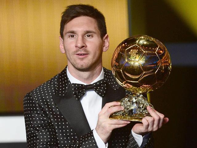RT @TwitPolls___: Best footballer alive? RT for Messi. LIKE for Ronaldo. #Barcelona #RealMadrid https://t.co/FKKutCndXX